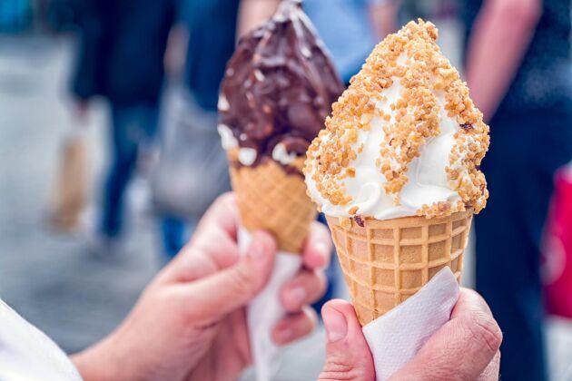 Vi äter mer glass, godis och sötsaker nu, men också mycket mer protein - vilket ligger bakom det ökade energiintaget.