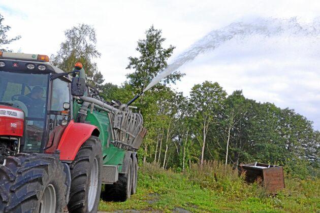 Gödseltanken fick en stor betydelse torksommaren 2018. Många var de bönder som frivilligt ställde upp med sina vattenfyllda tankar och stod beredda i knastertorra marker eller deltog i släckningsarbetet när det brann på olika håll i skog och mark.