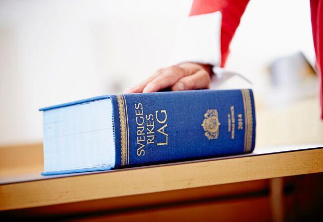 Tar man sig bara igenom domstolsprocessen så är det den med rättigheter som kan ta ut vatten först när det blir en kris, enligt Henrik Andersson.