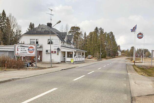 Mat & Nostalgi i Viksjö ser oanseligt ut men har blivit en känd retropärla i Västernorrlands inland i en äkta Gulfmack.