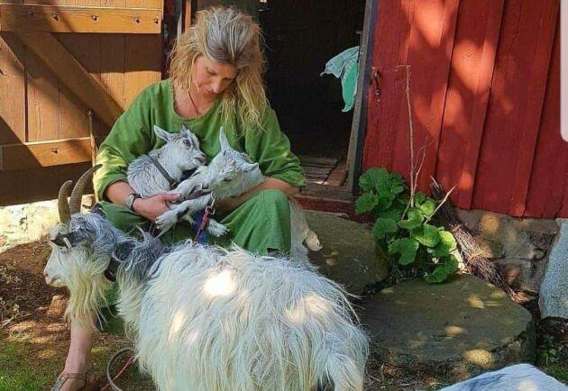 Annelie Gripenberg arrangerar getvandringar i omgivningarna kring gården i Klippan.