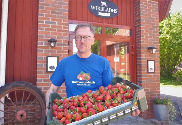 I år skördades säsongens första jordgubbar på Wirbladhs frilandsodlingar den 27 maj, berättar Johan Wirbladh.
