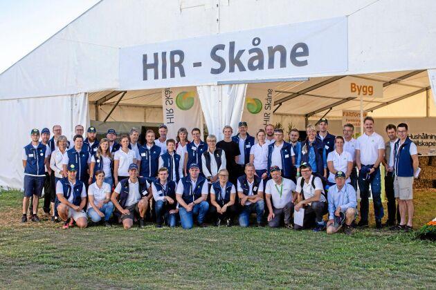 HIR Skåne har 60 personer som jobbar heltid under Borgeby fältdagar och personalens barn har exklusiv möjlighet att få sommarjobb med bland annat demo-odlingarna.