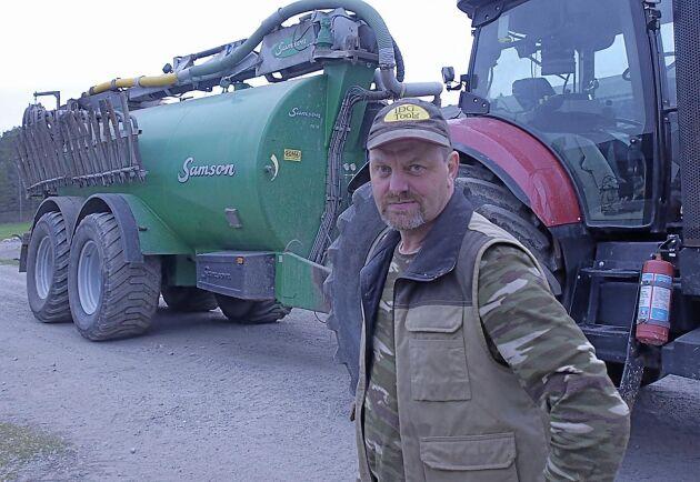 Grisuppfödaren Andreas Rydén funderar mycket på brandsäkerheten.