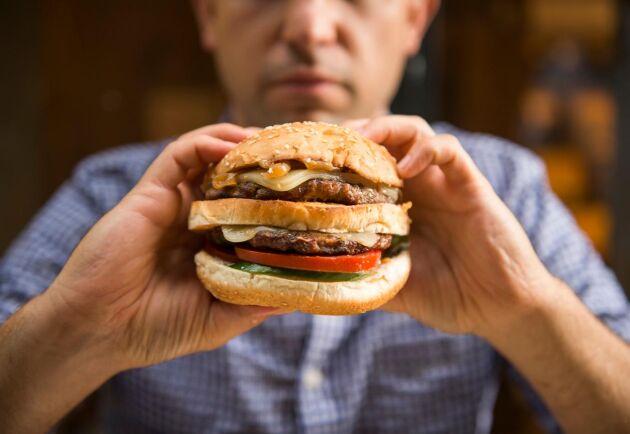 Hur mycket av köttet, brödet och grönsakerna i hamburgaren du äter kommer egentligen från Sverige?