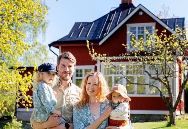 Pontus och Frida är glada över att Wera och Sixten ska få växa upp här i huset i Enhörna.