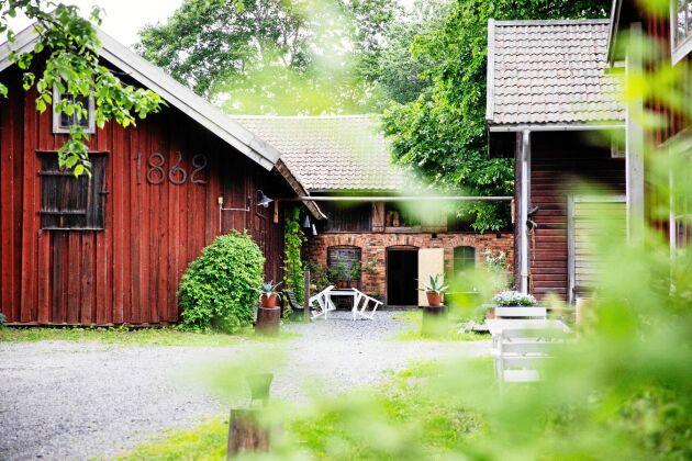 Gårdsmiljön är bevarad nästan intakt och allt låg kvar som när den sista släktingen lämnade på 1960-talet.