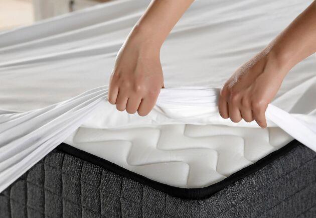 Innan du bäddar rent med nyköpta lakan rekommenderas en närmare titt på förpackningen. De kan behöva tvättas innan användning!