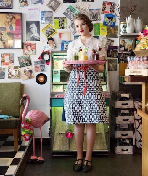 På retrokaféet Älskade traditioner klär sig även personalen i retrostil. Foto: Älskade traditioner.