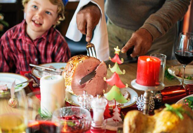 Måltidsforskaren Rickard Tellström har räknat ut den perfekta tjockleken på julskinkans skivor.