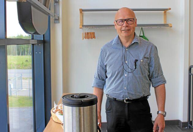 """Thomas Åström har arbetat i skogen på olika sätt sedan 80-talet, och har följt med i hela den tekniska revolution som skett i branschen. """"Hade jag varit rädd och skeptisk, hade jag aldrig varit där jag är i dag""""."""
