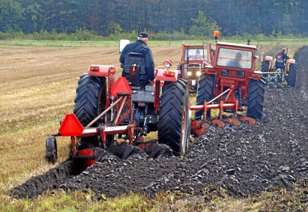 Plöjning och jordbearbetning var arbetsuppgifter som utfördes under MF-markdage.