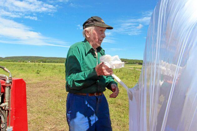 Yrket har blivit enklare med mekaniseringen och kroppen håller längre, menar 86-årige Folke Johansson.