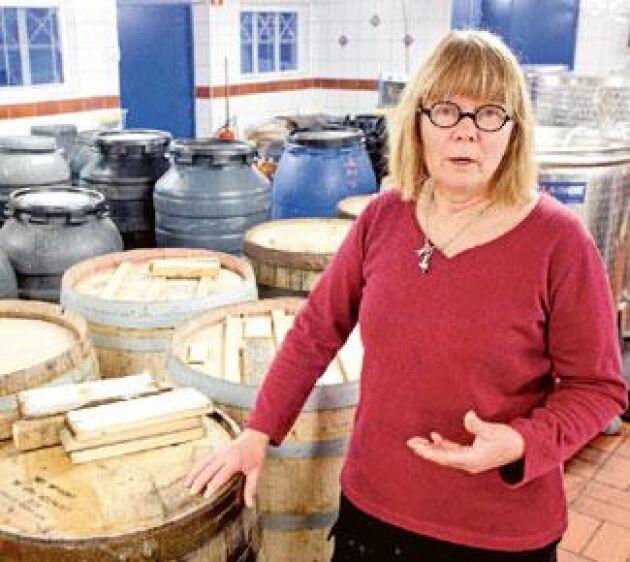 Ingrid Dahlberg på Wannborga Vin & Lamm har väntat länge på att få sälja det egna vinet i gårdsbutiken. Men hon tror inte att alla specialregler kommer att överleva särskilt länge. - Om fem år är rätt mycket borta. Det blir en orimlighet att hålla koll på allt. Foto: Karl Nilsson