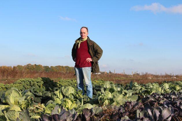 På den egna gården odlas bland annat grönsaker, rotsaker och spannmål.