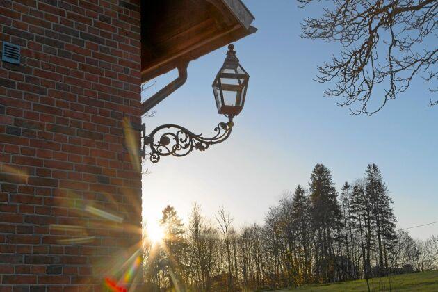 Efter att skolverksamheten i Borgunda lades ner tog kyrkan över fastigheten och använde den till församlingshem. Nu har den förändrats igen.