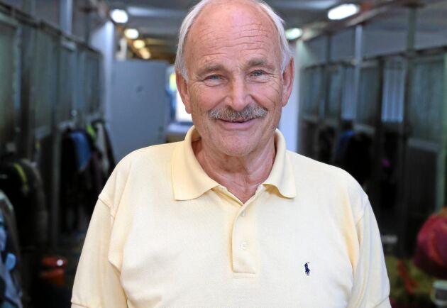Nils Adlercreutz driver inackorderingsstallet som utsattes för inbrott och sadelstöld.