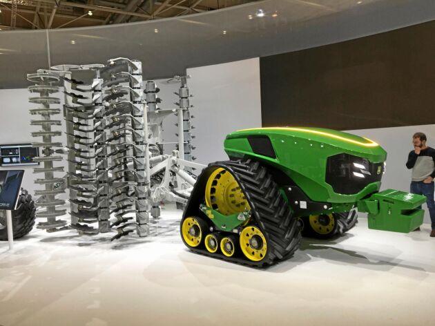 John Deere visade en autonom traktor kopplad till en kultivator från Eidam. Den drivenheten var kabelansluten, och krävde support av en kabelhanterare (som Land Lantbruk tidigare skrivit om). Men drivenheten kan lika gärna innehålla en dieselmotor.