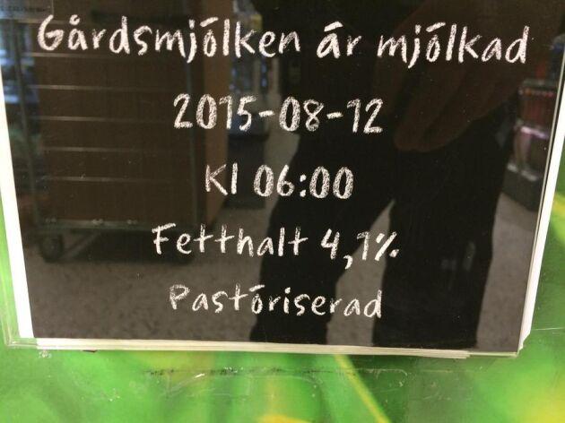 Mjölken som säljs på flaska på Ica City Fristad, utanför Borås, är pastöriserad när den hämtas hos producenten.