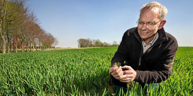 Färgstark bondebas pekar på riskerna för lantbruket