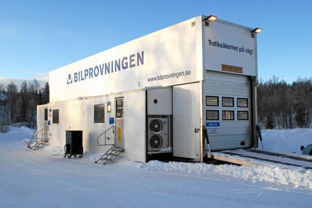 Nu höjer Bilprovningen priset för bilbesiktningen på sju orter i Sverige.