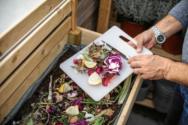 Trött jord får nytt liv i en kompost, med bokashi går det fort.