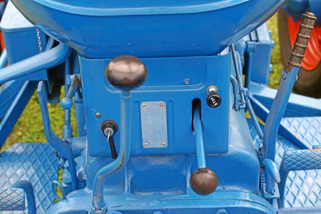 Med radiostyrning till din Fordson kunde du ha spakat två traktorer samtidigt.