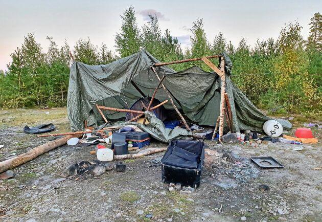 Det är Söderhamns kommun som får stå för städnotan när de otillåtna bosättningarna ska städas bort. En halv miljon kostade det efter sommaren 2020.