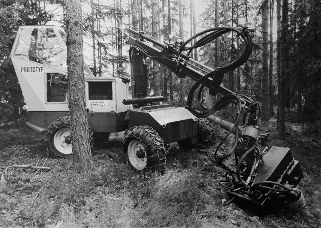 Bilden på miniskördaren från Grangärde Maskin är från 1985. Detta blev bara en prototyp vad vi vet. Grangärde hade dock året innan kommit med sin 4-hjuliga skördare GM-4. Foto: Lars Davner