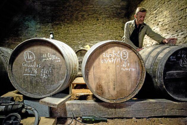 I vinkällaren finns inget vin men väl calvados och apéritifen Apéripom, som består av cider och calvados.