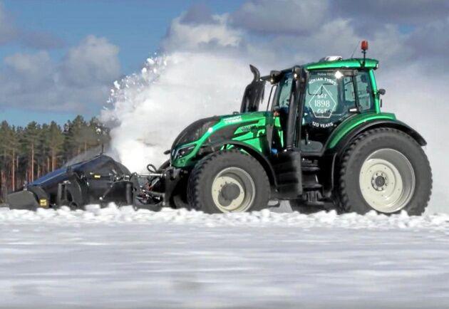 Den obemannade traktorn fördes fram i 73 kilometer i timmen i en kontrollerad miljö.