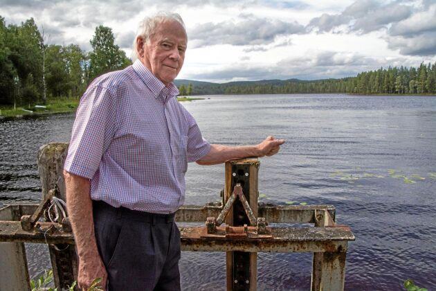 Vattenkraftsägaren Ulf Örtlund skötte tidigare regleringen vid Dammsjön. Han hävdar med bestämdhet att han hade kunnat hålla ett flöde i Hammarskogsån om dammluckan hade fått finnas kvar, ett förslag som länsstyrelsen avfärdade.