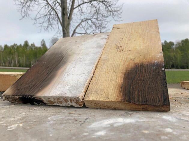 Här syns det tydligt att den behandlade brädan är närmast intakt, medan den obehandlade träpanelen har minskat i massa.