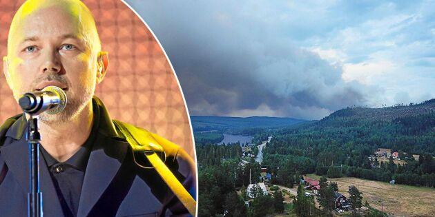 Artisten Tomas Andersson Wij ger stödkonsert för branddrabbade