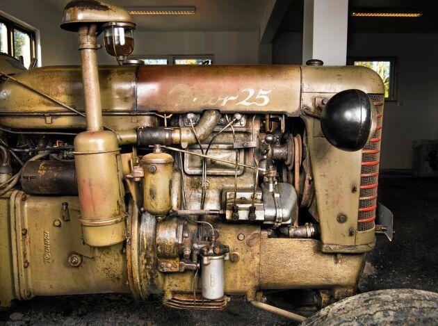 Christers bästa tips för den som köper en gammal Zetor: Tappa först ur oljan, byt och gör rent oljefilterna, luftfilterna, kontrollera spridarna, glödstiften och ventilerna innan den startas.