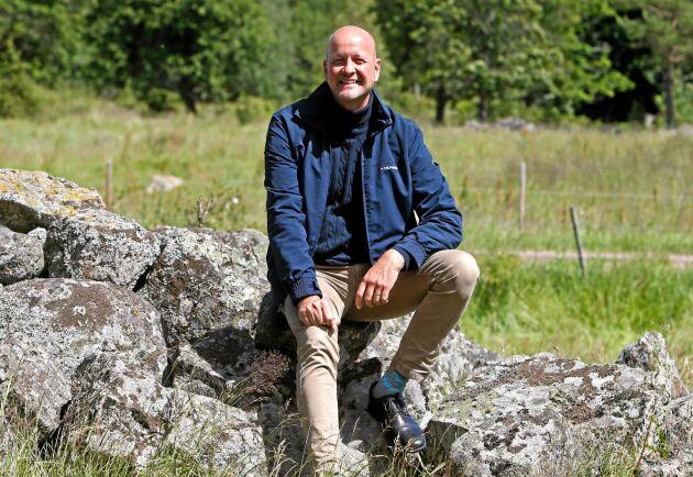 Magnus Oscarsson (KD) berättar att partiet vill höja stödet till torkdrabbade lantbrukare i sitt budgetförslag.