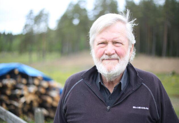 Max Berggren blev förbannad när premien för skogsförsäkring trefaldigades, och bytte bolag.