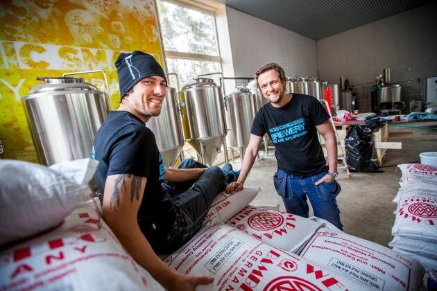 Bröderna Dennis och Anders Malmberg kombinerar en äventyrspark med et bryggeri.