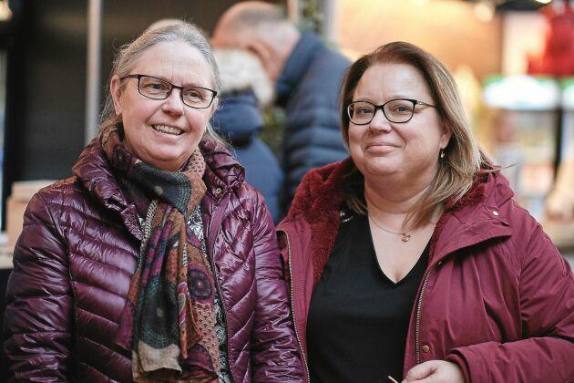 """Väninnorna Anneli Mannström och Mari Carlquist hade gjort en trevlig fredagsutflykt av festivalen. """"Det gäller att ha någon att äta ost med annars blir den gammal. Här finns ett bra urval och det blir en kul grej att prova många olika. Falbygdens mellanlagrade var riktigt god"""", säger de."""