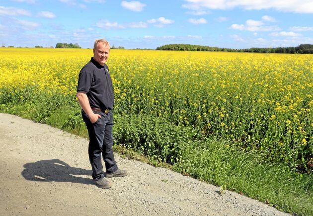 Lantbrukaren Ola Nilsson arrenderar en del av den mark som påverkas av villabyggandet.