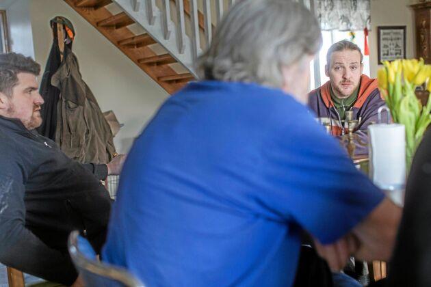 Anna och Jörgen Samuelsson har lämnat sin gård vidare till sina söner Dennis och Ronnie.