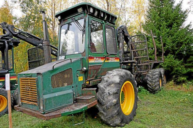 ÖSA 250 byggdes mellan 1980 och 1988 i drygt 1000 exemplar. Totalvikten låg på t 10 ton, samma som lastförmågan.