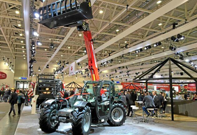 Med en lyftkapacitet på tre ton och en lyfthöjd på sju meter blir Massey Ferguson en mer komplett leverantör av lantbruksmaskiner.