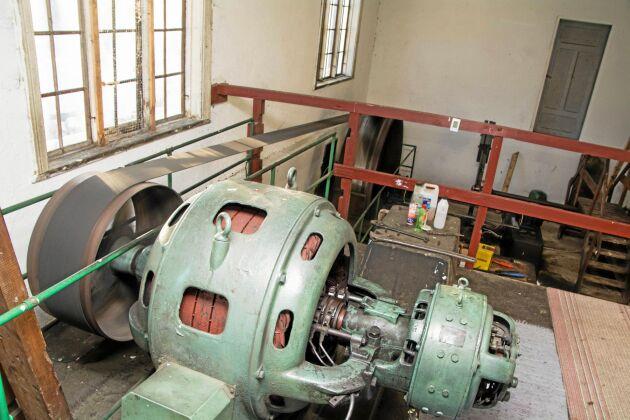 Kraftstationen i Vade körs med fullt fungerande utrustning från 1930-talet. Anläggningen producerar 0,9 GWh men skulle kunna effektiviseras eftersom mycket vatten spills vid sidan om.