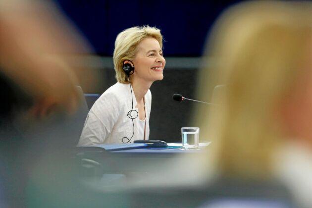 Tyska Ursula von der Leyen talar i EU-parlamentet under debatten om nomineringen av henne till posten som ny ordförande i EU-kommissionen.