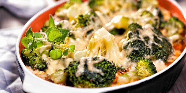 Krämig broccoligratäng med stark ost – god vardagsfavorit