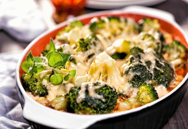 Broccoligratäng är en god vegorätt och det här receptet är dessutom LCHF-vänligt.