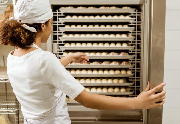 Det råder stor brist på bland annat bagare i dag. Inom ett år förväntar man sig behöva 40 000 nyrekryteringar till tjänster inom livsmedelsproduktion.