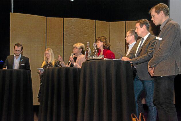"""Riksdagsledamöterna Mattias Bäckström Johansson, SD, Petra Ekerum, S, Penilla Gunther, KD, Ulrika Carlsson, C, Lars Tysklind, L, Sten Bergheden, M, och Johan Hultberg, M, debatterade och svarade på frågor under temadagen """"Makten över vattnet""""."""