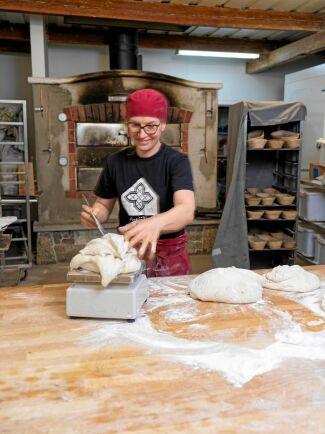 Karin älskar surdeg och experimenterade mycket på egen hand med bakning som en hobby, innan hon tog steget att starta bageri.
